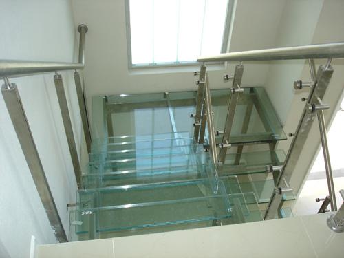 Escaleras en acero inoxidable y vidrio - Escaleras de vidrio ...